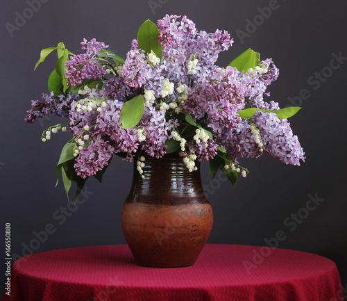 Fotobehang Lelietjes van dalen Bouquet of purple lilac and lilies in a clay jar