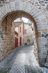 Beaulieu sur Dordogne. Porte d'entrée sur la ville médiévale. Corrèze. Nouvelle Aquitaine © guitou60