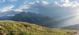 Alpenpanorama mit Gewitter und dunklen Wolken