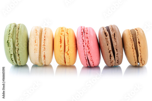 Foto op Aluminium Macarons Macarons Kekse Nachtisch Dessert aus Frankreich in einer Reihe Freisteller