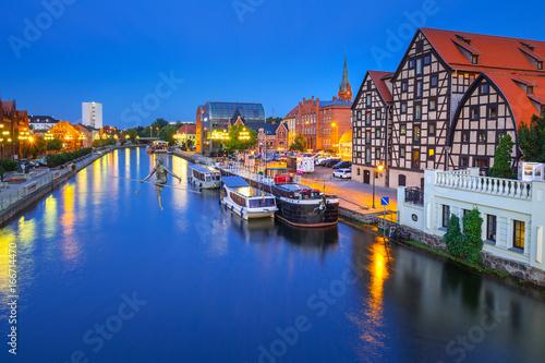 Fototapety, obrazy : Architecture of Bydgoszcz city with reflection in Brda river at night, Poland