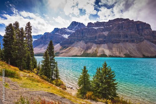 Foto op Canvas Canada The glacial Bow Lake with green water