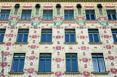 Papiers peints Vienne The Majolica House (Majolikahaus) with its floral ornamentation near Naschmarkt in Vienna (Austria); famous example of Jugendstil (art nouveau) buildt by Otto Wagner il 1899