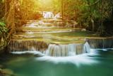 Poziom 1 Huay Mae Kamin wodospad w Parku Narodowym Khuean Srinagarindra, Kanchanaburi, Tajlandia
