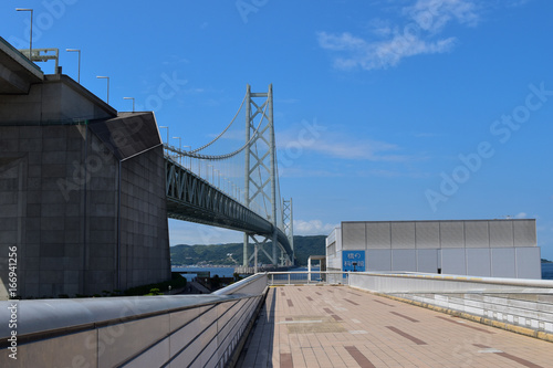明石海峡大橋を眺める