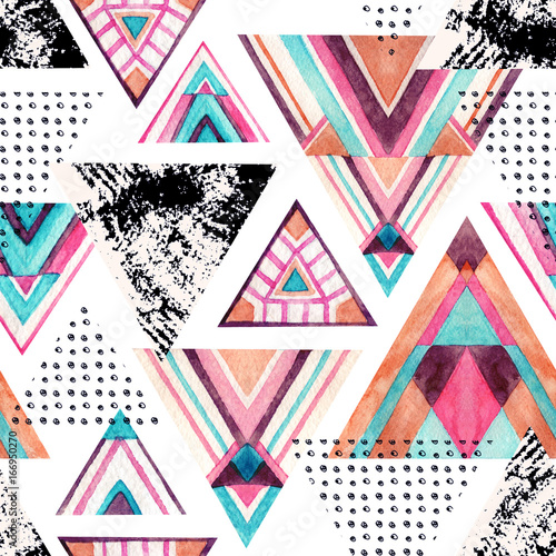 Abstract watercolor triangle seamless pattern. - 166950270