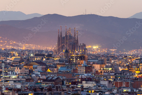 Foto Spatwand Barcelona Barcelona city and sagrada familia at dusk time
