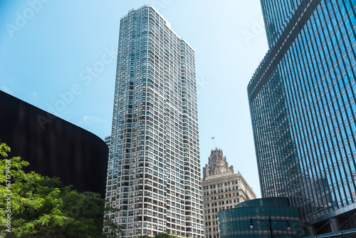 Big building on a street on Chicago Downtown © Ian