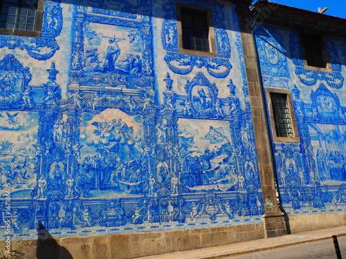 Tuinposter Graffiti azulejo in Porto