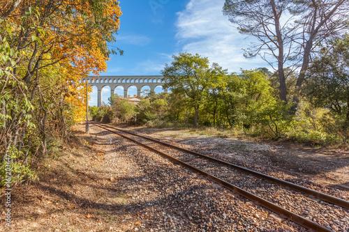 Papiers peints Voies ferrées aqueduc de Roquefavour et voie ferrée de Ventabren, Bouches-du-Rhône, France