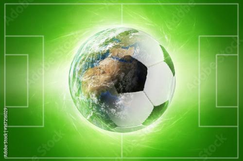 Welt-Fußball vor Spielfeld