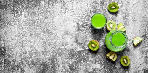 The juice of kiwi fruit with slice of fruit.