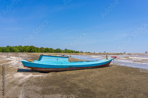 Staande foto Schip Wood fish ship on beach