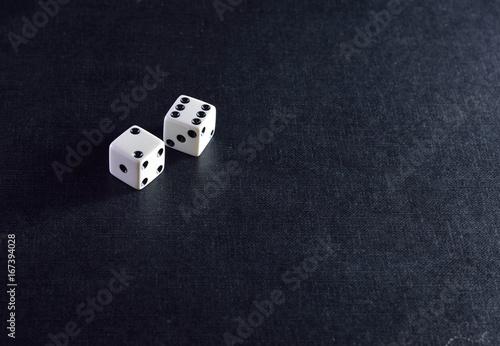 Платно Two white dice on black