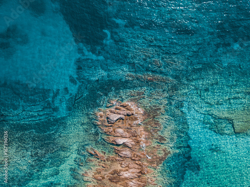 Foto op Plexiglas Tropical strand Aerial view of the tropical sea and the rock