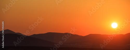 Papiers peints Orange eclat Mountains landscape at sunset