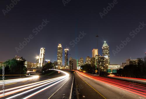 Foto op Aluminium Nacht snelweg Atlanta skyline