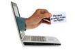 Main sortant d'un ordinateur avec une carte sur laquelle est écrit prenez rendez-vous en ligne