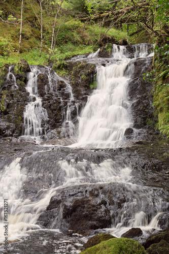 Fotobehang Betoverde Bos Wasserfall_Hochformat