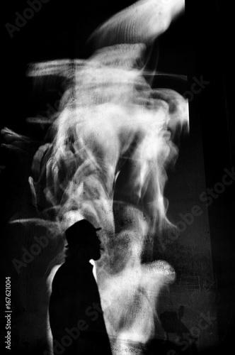 sylwetka-palenia-cygar-monochromatycznych