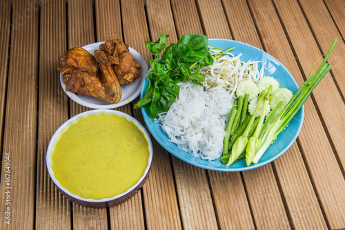 Thai rice vermicelli served with yellow curry, Thai Noodle. Fried chicken - 167649046