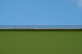 Sfondo di palazzo verde e cielo