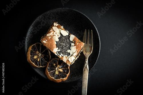 Foto op Canvas Klaprozen Poppy seed cake.