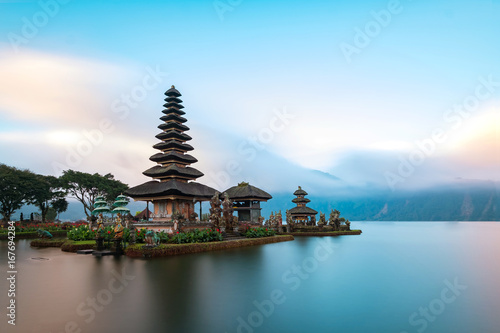 Fotobehang Bali Ulun Danu Beratan Temple is a famous landmark located on the western side of the Beratan Lake , Bali ,Indonesia.