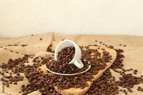 Foto op Aluminium Koffiebonen A cup and coffee beans