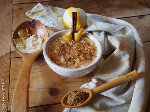 Wall mural arroz con leche y canela