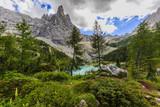 Lago di Sorapiss z niesamowitym kolorem wody turkusowej. Górskie jezioro w Alpach Dolomitowych. Włochy