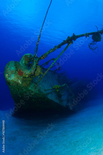 Papiers peints Naufrage A shot of the sunken shipwreck of the captain keith tibbetts on little cayman. This old russian destroyer has been sunk to make an artificial reef for marine life in the ocean and for scuba divers