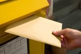 Brief einwerfen  - 167955862