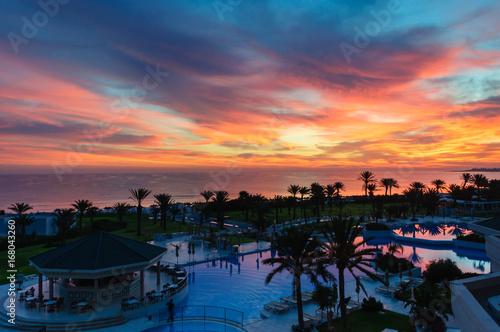 Рассвет (закат) над отелем в Тунисе