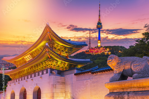 Keuken foto achterwand Seoel Landmark of Korea with covered Gyeongbokgung n Seoul Tower , South korea