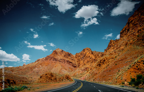 Papiers peints Route 66 Arid landscape in Arizona. Rocks and the road