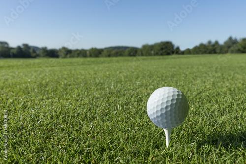 Golfball, tee, platz