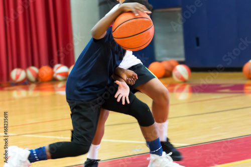Plexiglas Basketbal Dribbling a basketball at summer camp