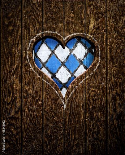 Weiß Blaues Herz in Holzwand - 168343032