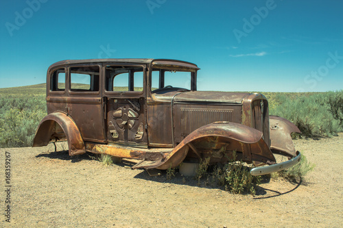 Aluminium Route 66 Abandoned Rusted antique car near painted desert on Route 66