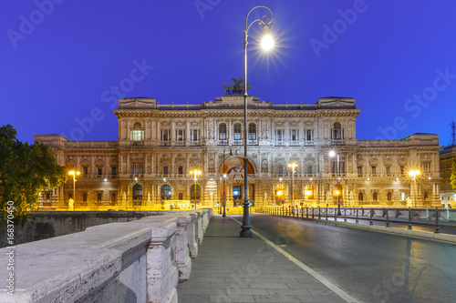 Aluminium Donkerblauw The Palace of Justice and bridge Ponte Umberto I during morning blue hour in Rome, Italy
