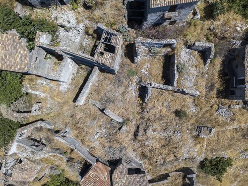 Foto op Canvas UFO Vista aerea del Paese di Pentedattilo, chiesa e rovine del paese abbandonato, colonia greca sul Monte Calvario, la cui forma ricorda le cinque dita, il nome del Paese deriva dal greco