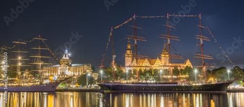 Keuken foto achterwand Schip Big sailing ships at night at haken terraces in Szczecin, Tall ship races 2017