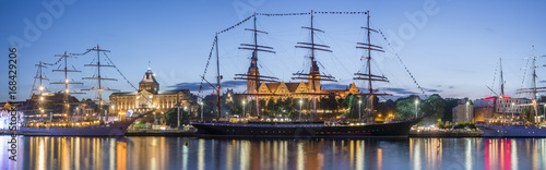 Canvas Schip Big sailing ships at night at haken terraces in Szczecin, Tall ship races 2017