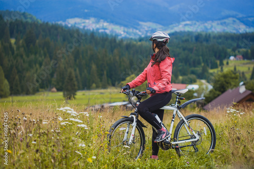 Aluminium Groen blauw young woman riding a bicycle on the high plateau