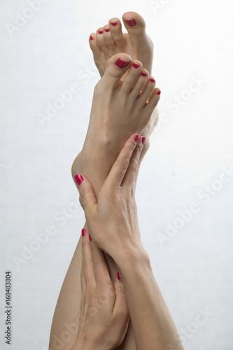 Papiers peints Pedicure Female feet red pedicure nails