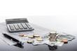 Leinwanddruck Bild Finanzen, Euro, Europa,  Münzstapel, Geldscheine, Kugelschreiber, Tabellen,  und Taschenrechner, Hintergrund