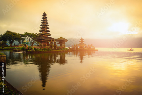 Papiers peints Bali Pura Ulun Danu Bratan, Hindu temple on Bratan lake landscape at sunrise in Bali, Indonesia.