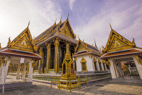 Fotobehang Thailand Famous Temple of Emerald, Wat Phra Kaew acient temple in Bangkok, Thailand