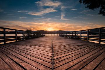 Ponton du lac du  Salagou